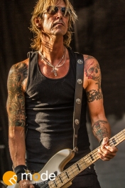 Walking Papers Performs at RockStar Energy UPROAR Festival in Clarkston Michigan at DTE Energy Music Theater.