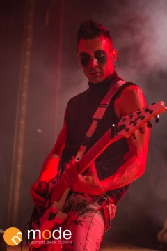 Guitarist HENRY FLURY of Butcher Babies performs at Royal Oak Music Theatre in Michigan on Jan 14th 2014